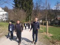 <p>  Sprehod skozi obnovljen drevored; <br>  Foto: Nataša Jazbinšek Seršen </p>