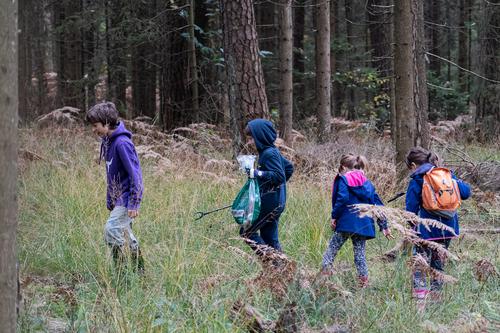 <p>  Pomagali so nam tudi najmlajši.<br>  Vključevanje mlajše generacije v tovrstne aktivnosti je ključno, saj bodo prav oni tisti, ki bodo s svojim vzgledom krojili in že krojijo pot spreminjanja navad in dviga skupne zavesti.<br>  <br>  foto: Luka Šparl </p>