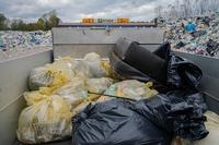 <p>  Ločeno zbrano embalažo in preostale odpadke smo odpeljali na zbirno mesto na Barju.<br>  Veseli nas dejstvo, da odpadkov ni bilo veliko, a vseeno, vsak neustrezno odvržen odpadek je v naravi odveč.<br>  <br>  foto: Luka Šparl </p>