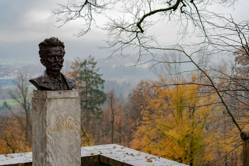 <p>  Spomenik Ivanu Cankarju<br> </p> <p>  Foto: Luka Šparl </p>