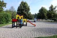 <p>  Otroško igrišče pri ribniku; Foto: Luka Šparl (Arhiv KP TRŠh)<br> </p>
